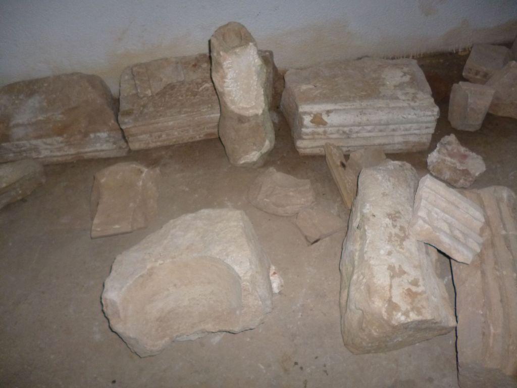 Фрагменты каменной пластики. Фото: Елена Арсениевич, CC BY-SA 3.0