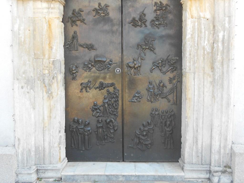 Бронзовые двери работы Стипо Сикирицы. Фото: Елена Арсениевич, CC BY-SA 3.0