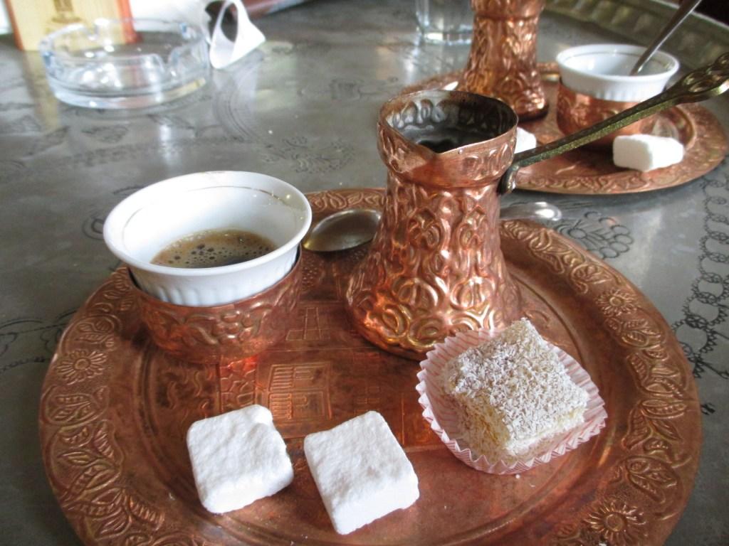 Сахар непременно кусковый. Фото: Елена Арсениевич, CC BY-SA 3.0
