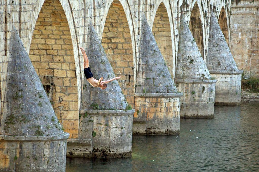 Прыжок с Вишеградского моста. Фото: Velika beba, CC-BY-SA-4.0