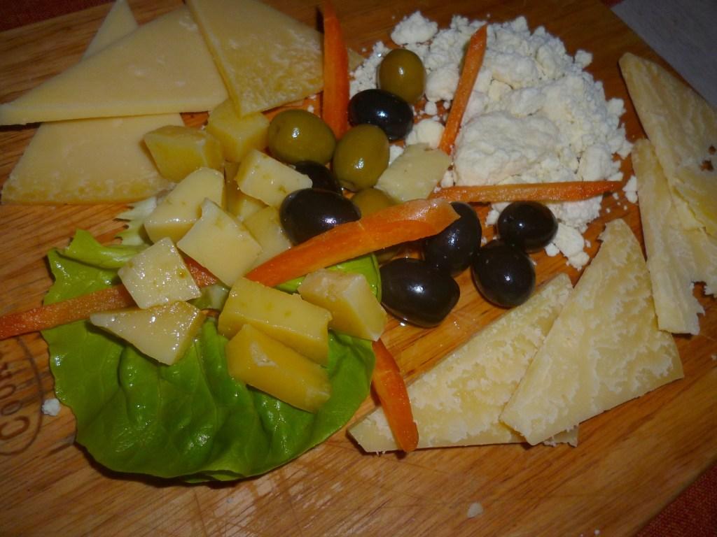 Разные виды ливаньского сыра, в том числе и ливаньский, выдержанный в оливковом масле. Фото: Елена Арсениевич, CC BY-SA 3.0