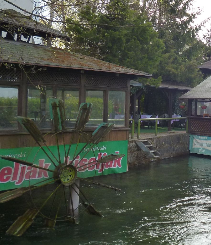 Водяной привод для вертела в ресторане «Римский мост» на реке Босне. Фото: Елена Арсениевич, CC BY-SA 3.0
