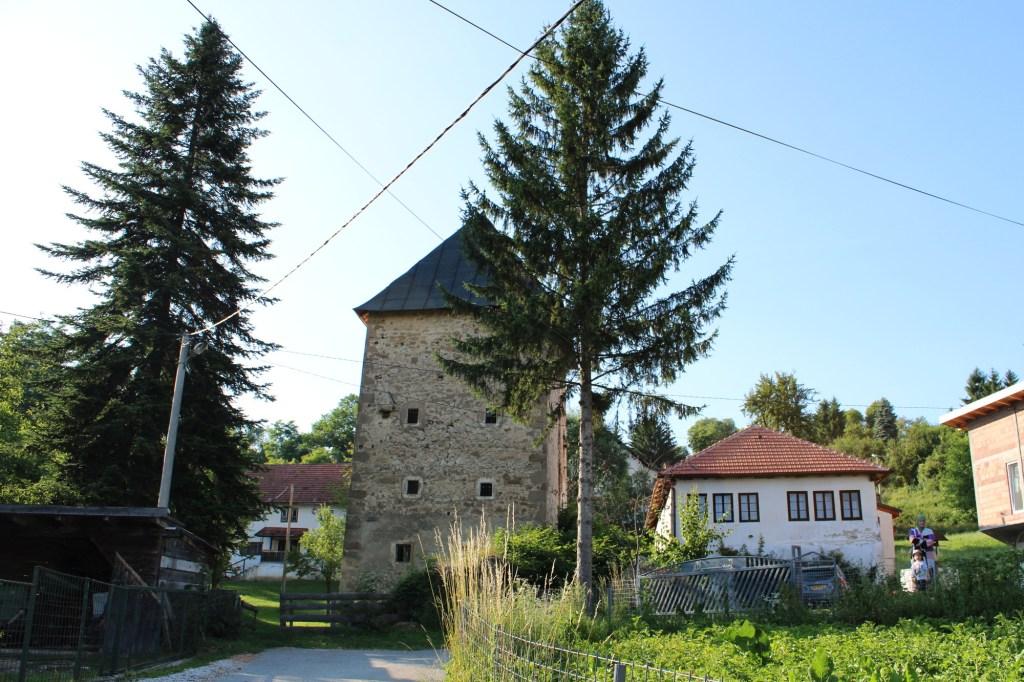 Когда-то вокруг башни была большая усадьба. Фото: Елена Арсениевич, CC BY-SA 3.0