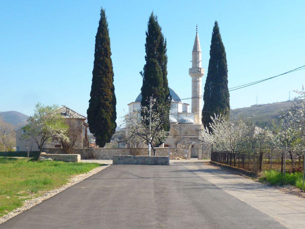 Мечеть с тремя кипарисами. Фото: Елена Арсениевич, CC BY-SA 3.0