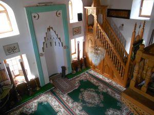 Интерьер мечети. Михраб и минбар. Фото: Елена Арсениевич, CC BY-SA 3.0