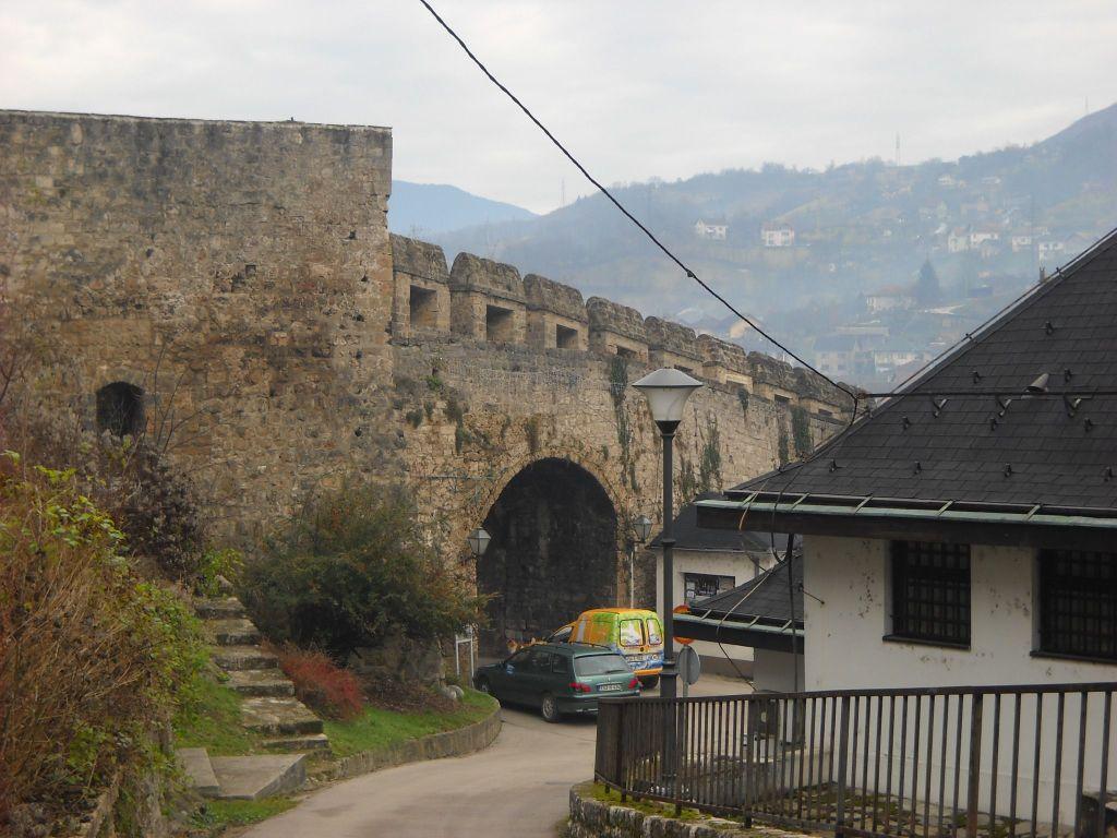 Банялучские ворота и Папаз-кула. Фото: Елена Арсениевич, CC BY-SA 3.0