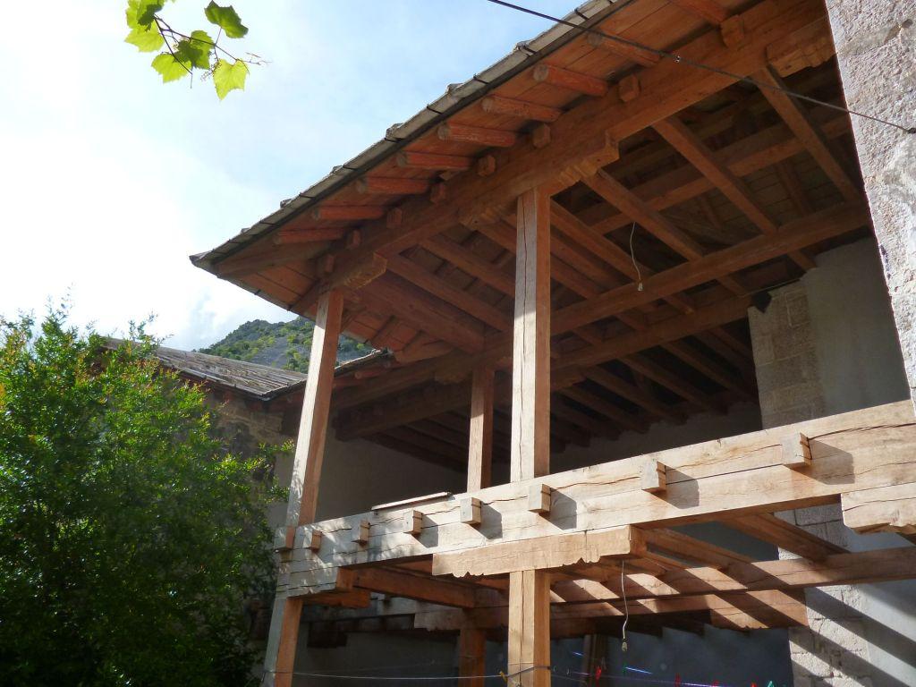 Один из домов в процессе восстановления. Фото: Елена Арсениевич, CC BY-SA 3.0