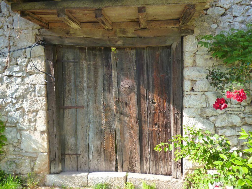 Старая дверь. Фото: Елена Арсениевич, CC BY-SA 3.0