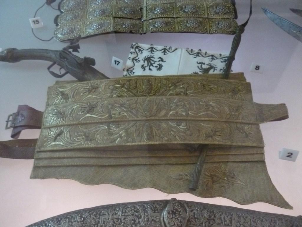 Бенсилах с вышивкой. Музей Бруса Безистан. Фото: Елена Арсениевич, CC BY-SA 3.0