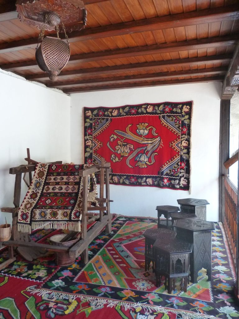 Интерьер тавана, ткацкий станок. Фото: Елена Арсениевич, CC BY-SA 3.0