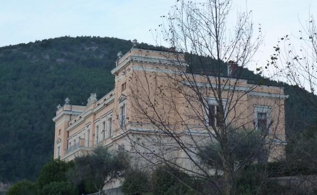 Епископская резиденция, вид сбоку. Фото: Елена Арсениевич, CC BY-SA 3.0