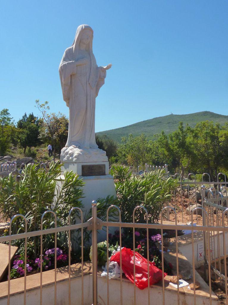 Статуя Девы Марии, Царицы Мира. Фото: Елена Арсениевич, CC BY-SA 3.0