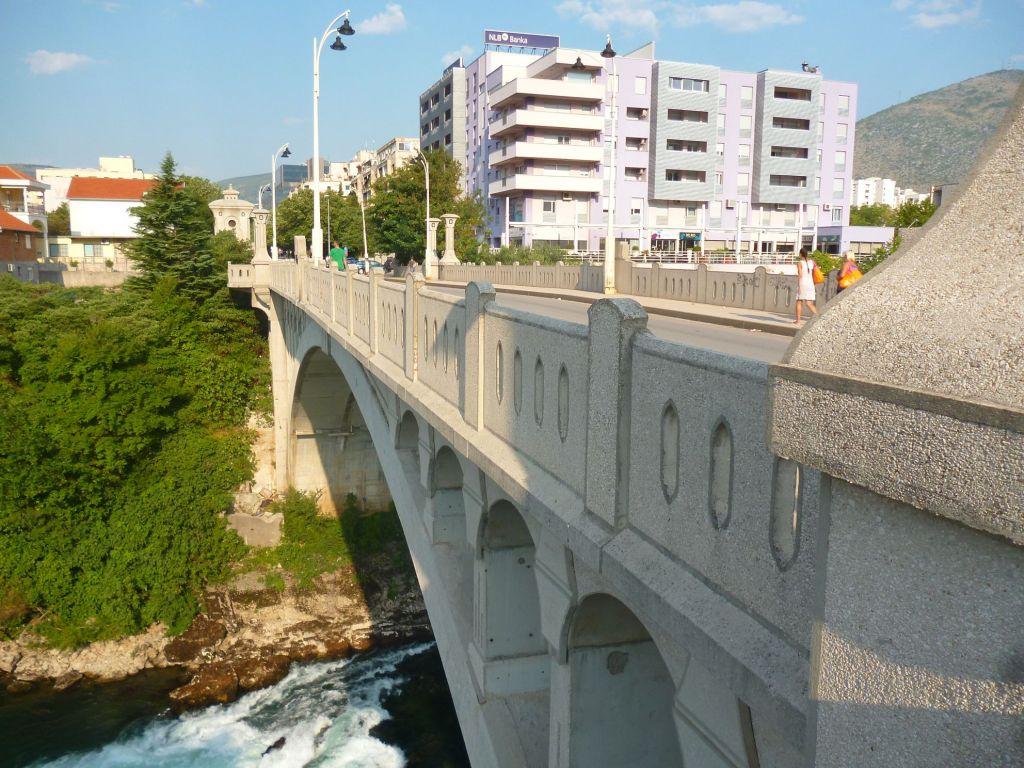 Царинский мост, вид на правый берег Неретвы. Фото: Елена Арсениевич, CC BY-SA 3.0