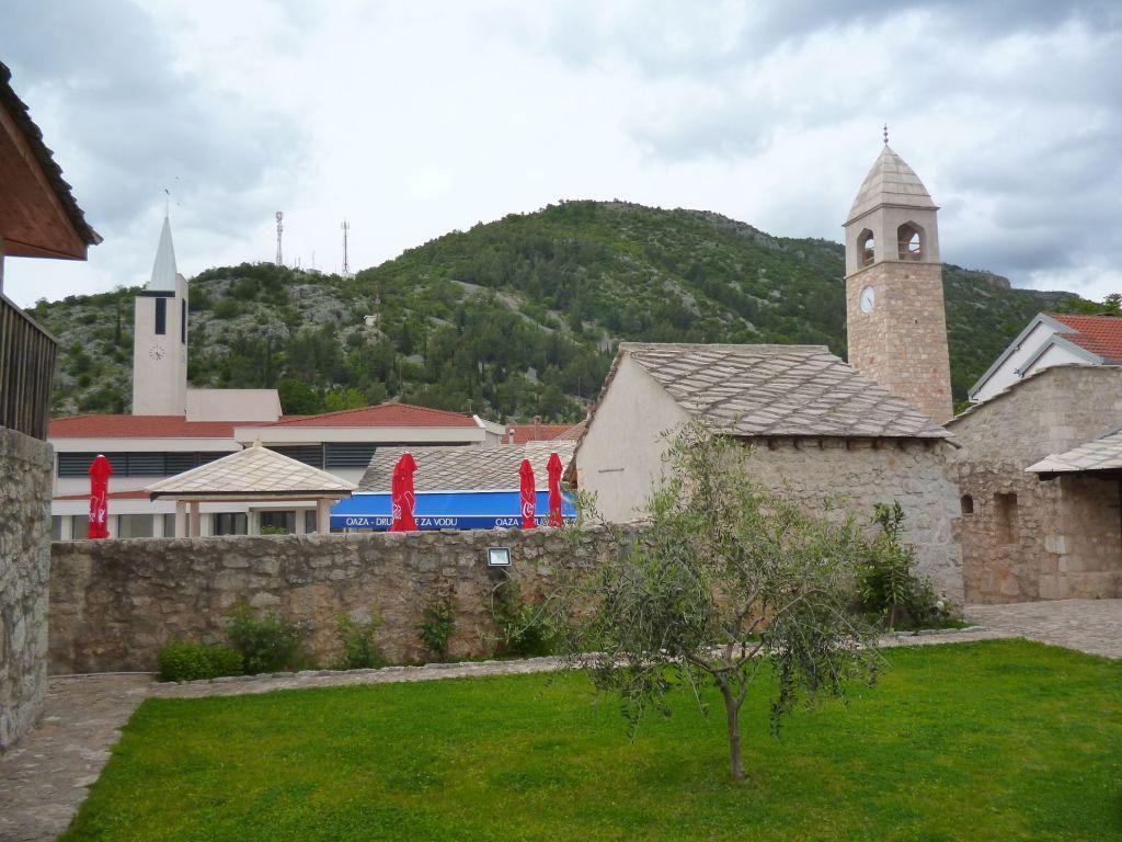 Вид на Чаршию из двора Чаршийской мечети. Фото: Елена Арсениевич, CC BY-SA 3.0