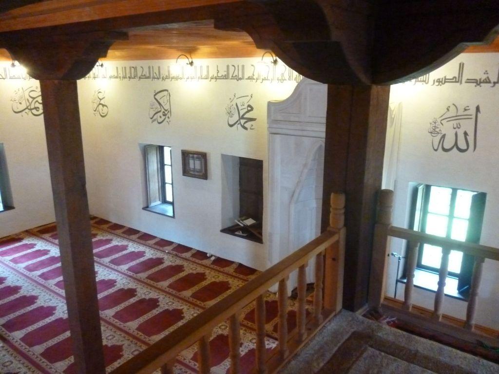 Интерьер мечети, вид с галереи. Фото: Елена Арсениевич, CC BY-SA 3.0