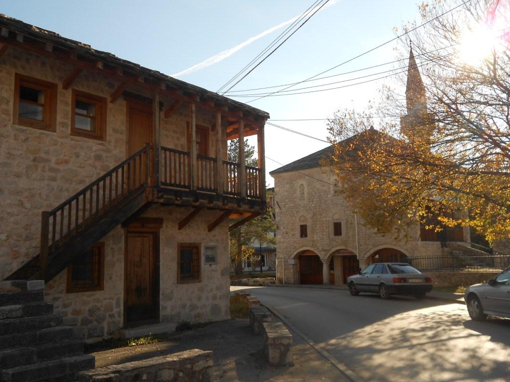 Конак и Подградская мечеть. Фото: Елена Арсениевич, CC BY-SA 3.0