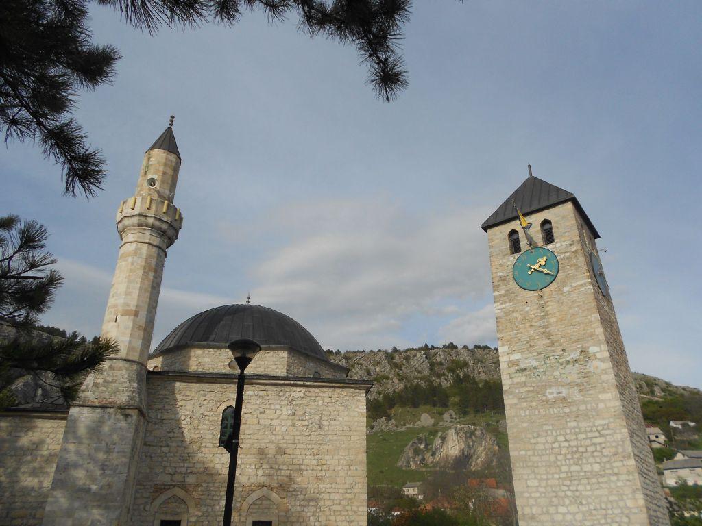 Дукатарова мечать и часовая башня. Фото: Елена Арсениевич, CC BY-SA 3.0