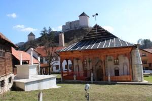 Чаршийская мечеть и крепость в Тешане. Фото: Елена Арсениевич, CC BY-SA 3.0