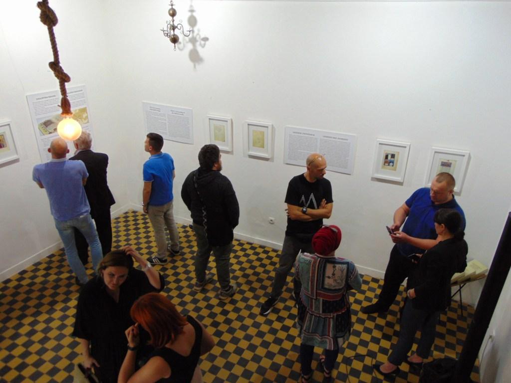 Первый этаж предназначен для выставок. Фото: Елена Арсениевич, CC BY-SA 3.0
