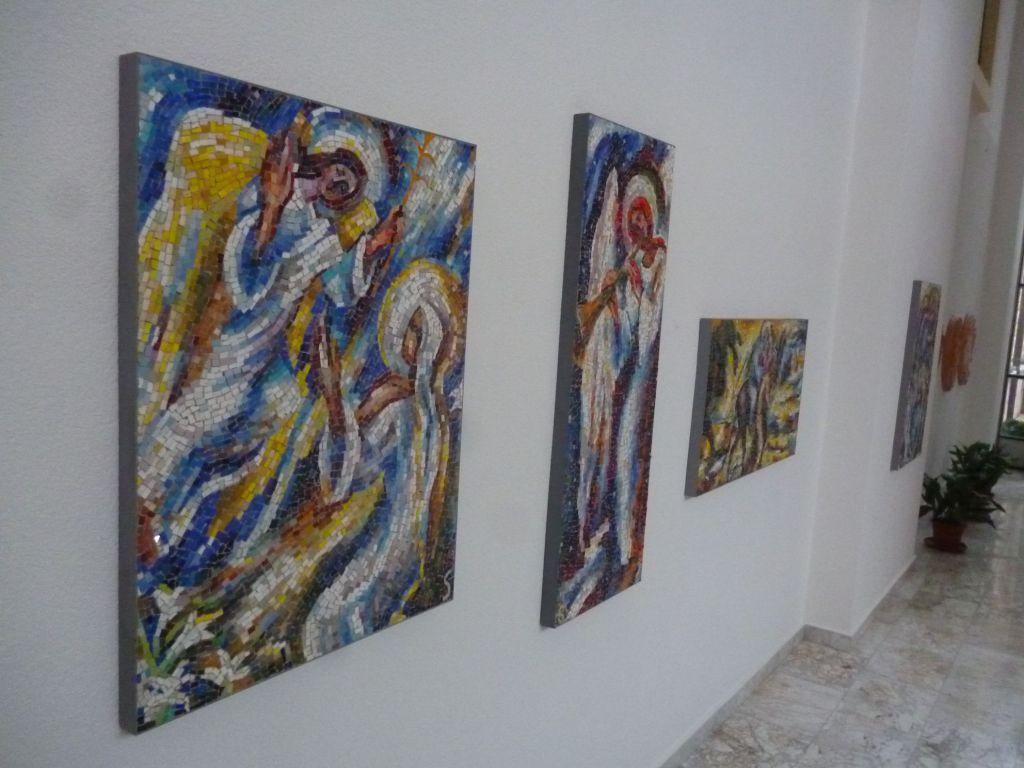 Мозаики в холле галереи. Фото: Елена Арсениевич, CC BY-SA 3.0
