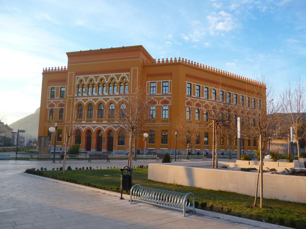 Гимназия и Испанская площадь. Фото: Елена Арсениевич, CC BY-SA 3.0