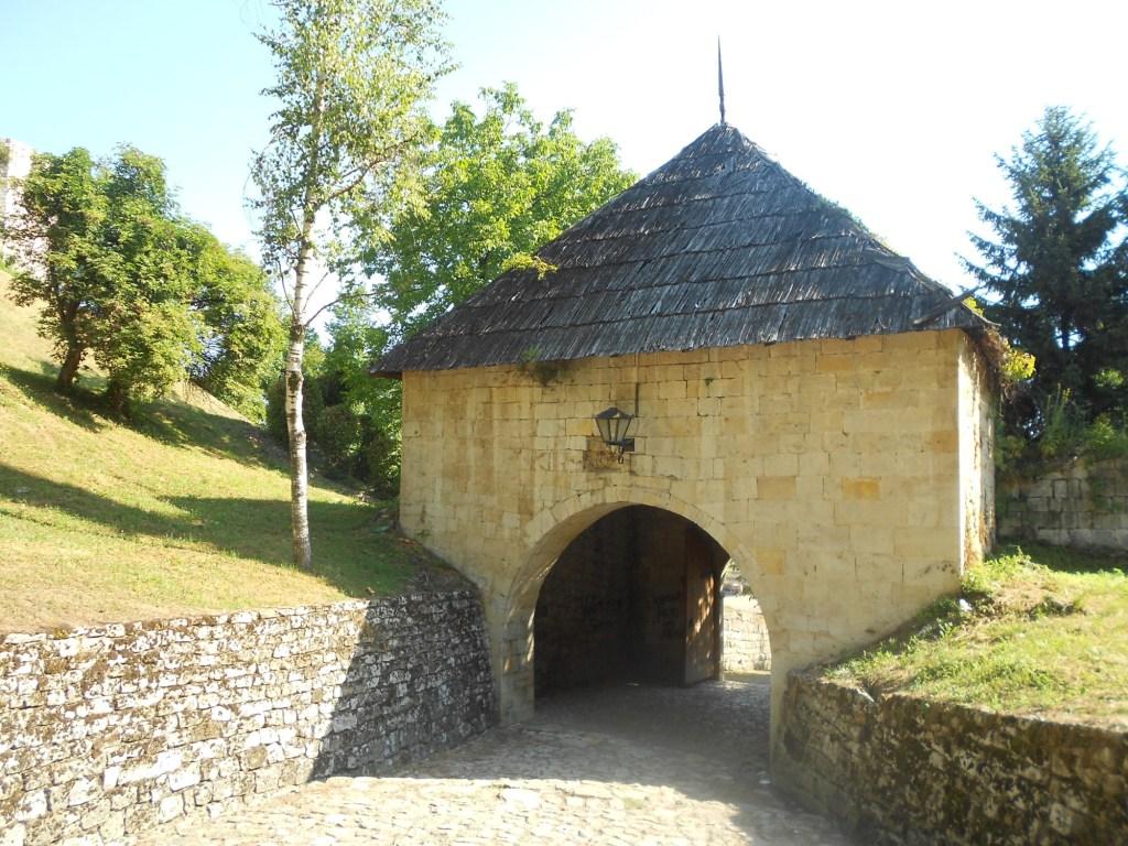Крепостные ворота. Фото: Елена Арсениевич, CC BY-SA 3.0