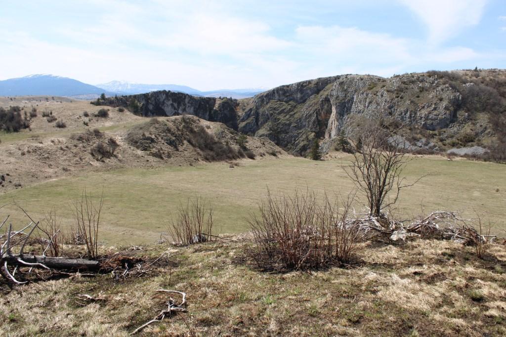 Равняча и на её краю воронка Котлич. Фото: Елена Арсениевич, CC BY-SA 3.0