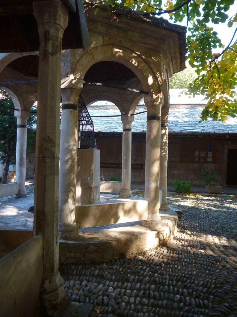 Шадрван, место для ритуального омовения. Фото: Елена Арсениевич, CC BY-SA 3.0
