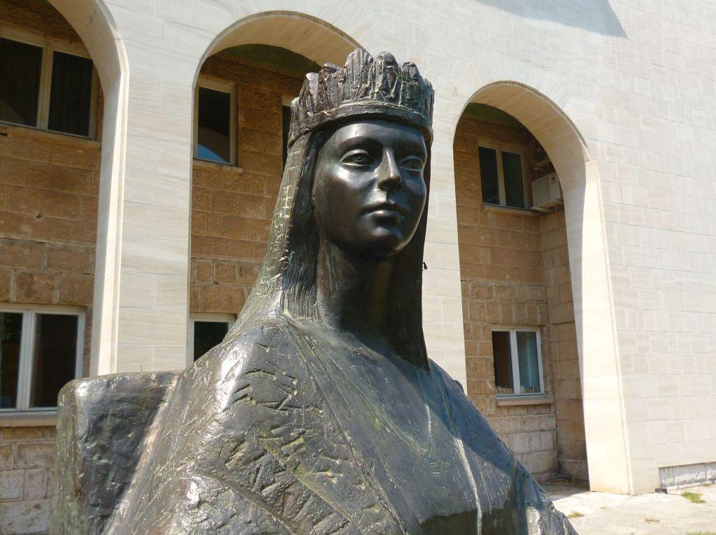 Памятник королеве Катарине в Мостаре. Фото: Елена Арсениевич, CC BY-SA 3.0