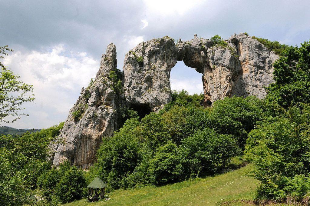 Скала Каменный мост. Фото: Darko Gavric, CC-BY-SA-3.0