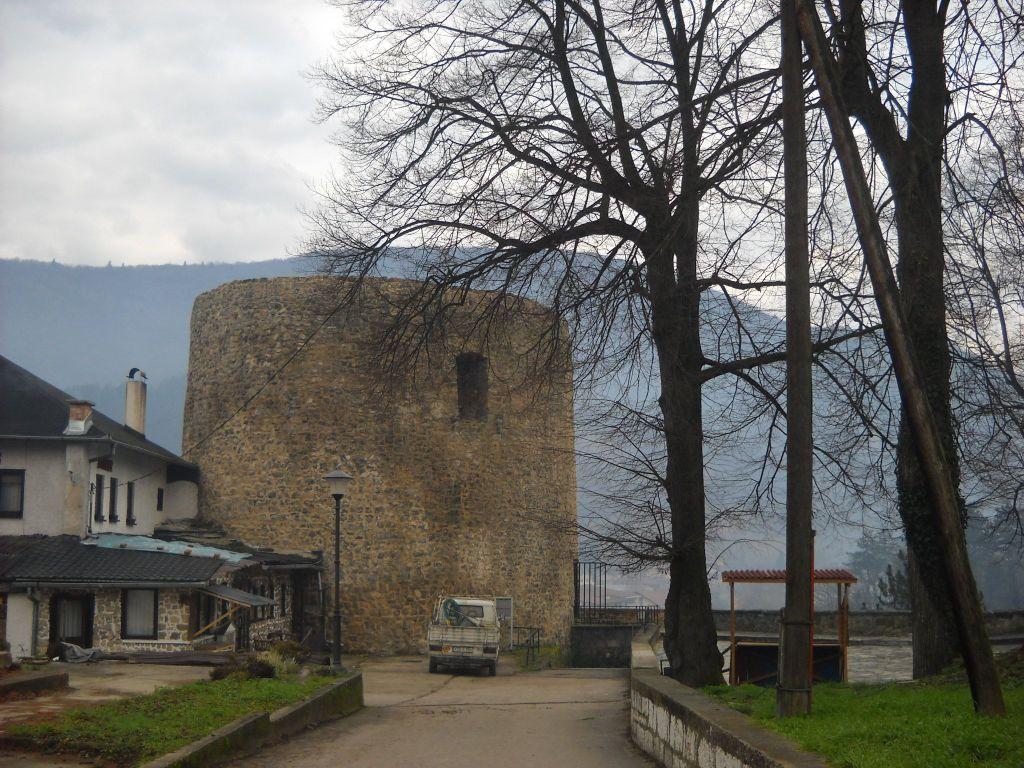 Башня Медведь, вид из старого города. Фото: Елена Арсениевич, CC BY-SA 3.0