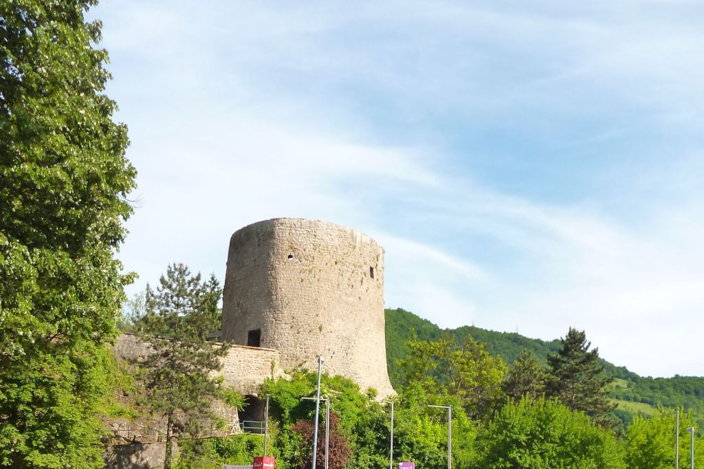 Башня Медведь, вид со стоянки отеля Turist. Фото: Елена Арсениевич, CC BY-SA 3.0