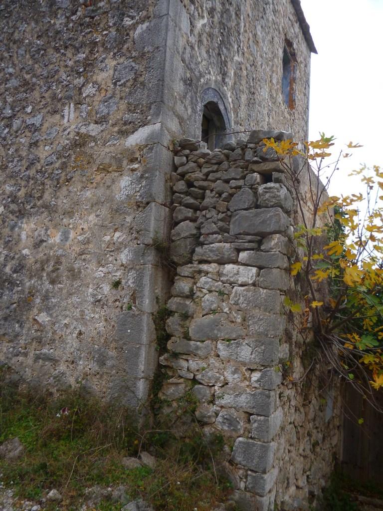 Каменная ограда. Фото: Елена Арсениевич, CC BY-SA 3.0
