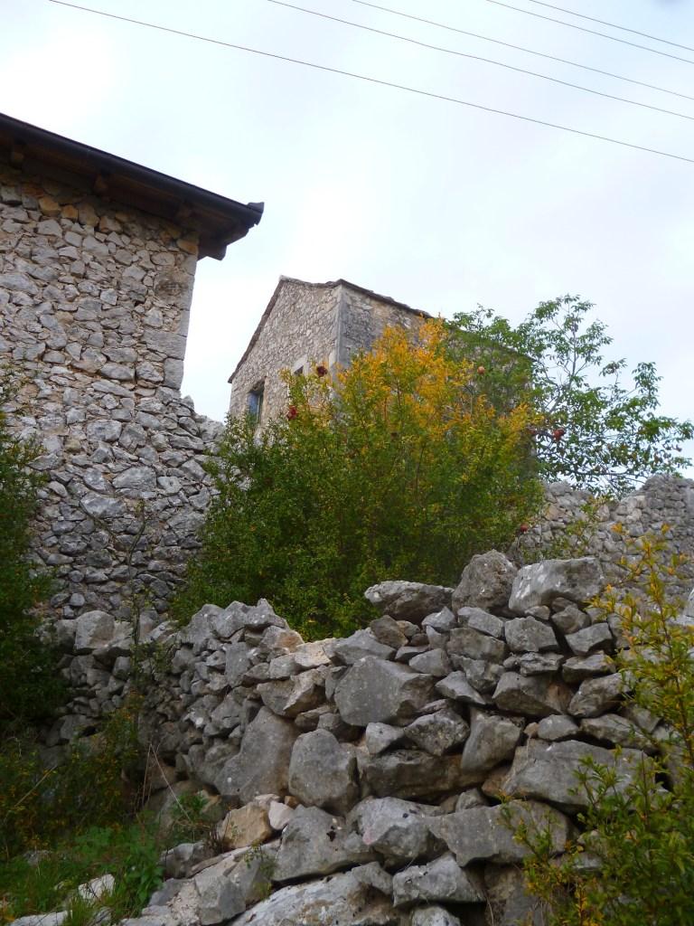 Соседняя постройка. Фото: Елена Арсениевич, CC BY-SA 3.0