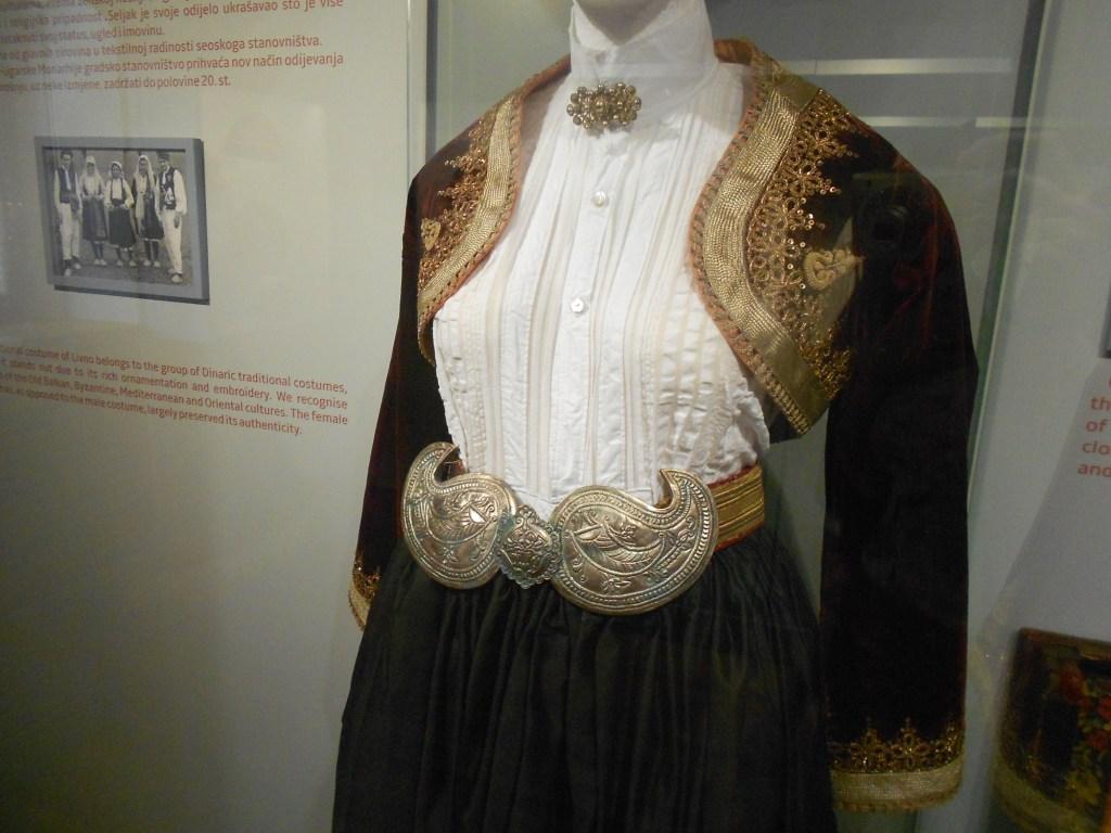 Одежда католички. Францисканский музей в Ливно. Фото: Елена Арсениевич, CC BY-SA 3.0