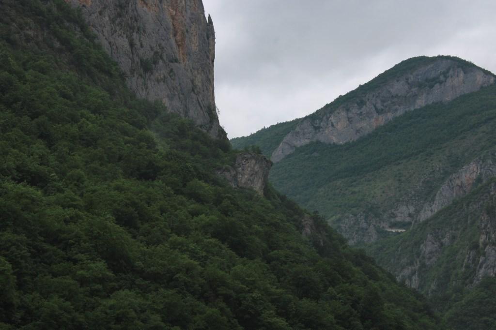 Мрачные скалы. Фото: Елена Арсениевич, CC BY-SA 3.0