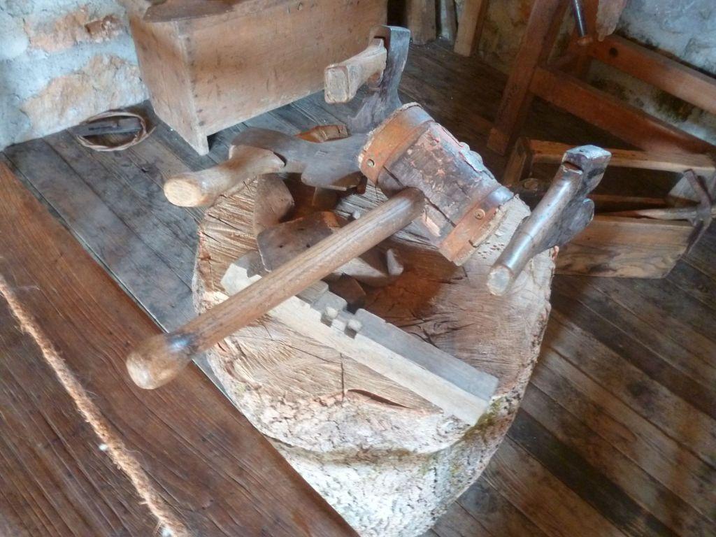 Инструменты плотника. Фото: Елена Арсениевич, CC BY-SA 3.0
