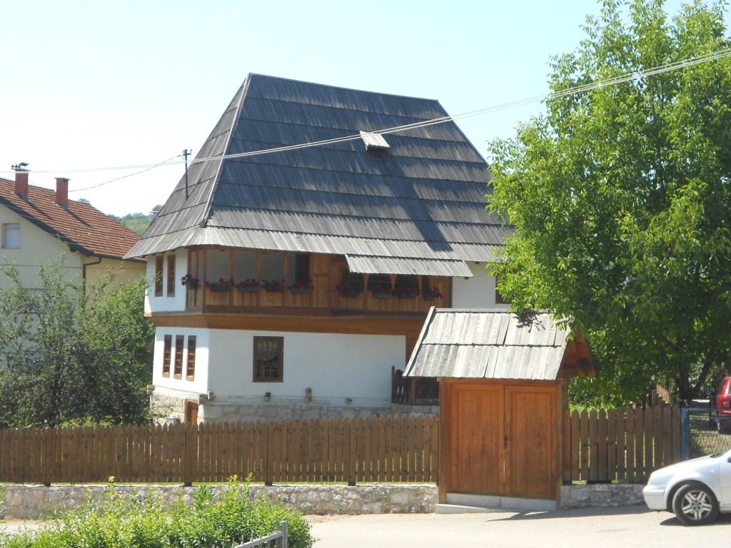 Крыша крыта дранкой. Фото: Елена Арсениевич, CC BY-SA 3.0