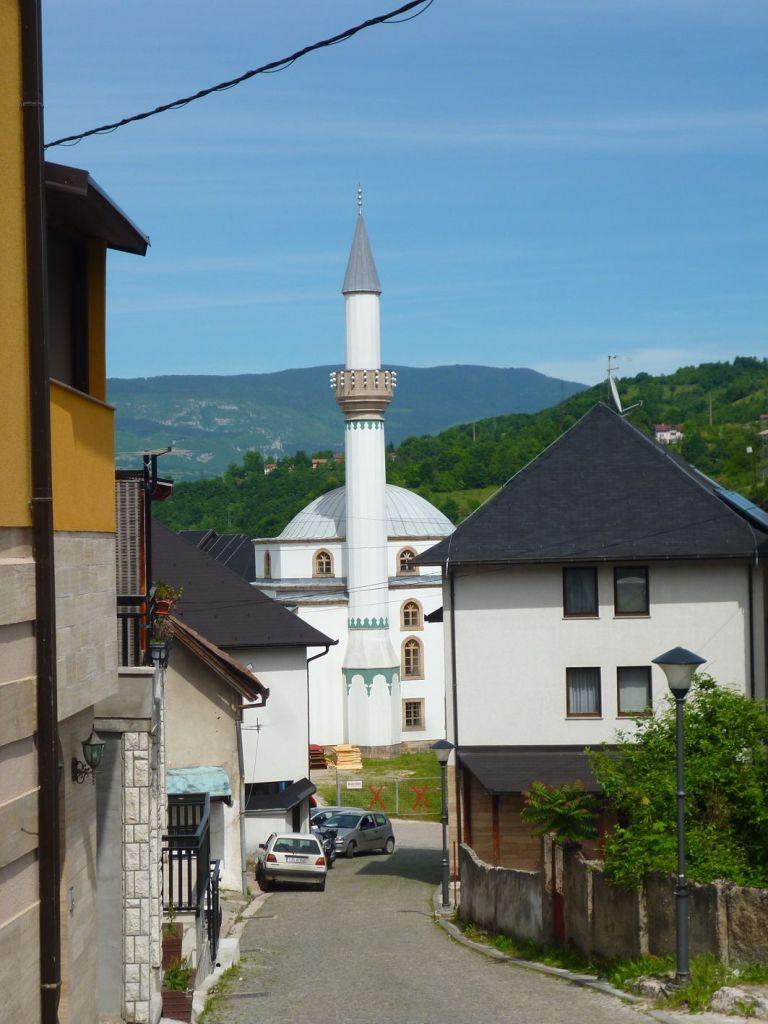 Вид на мечеть с улицы Святого Луки. Фото: Елена Арсениевич, CC BY-SA 3.0
