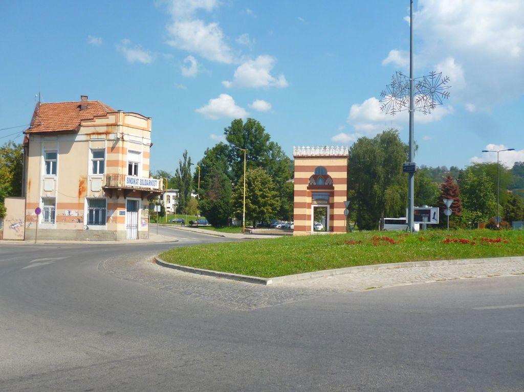 Портал, оставшийся от медресе. Фото: Елена Арсениевич, CC BY-SA 3.0