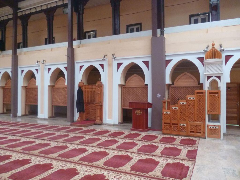 Внутренний двор, переоборудованный в мечеть. Фото: Елена Арсениевич, CC BY-SA 3.0