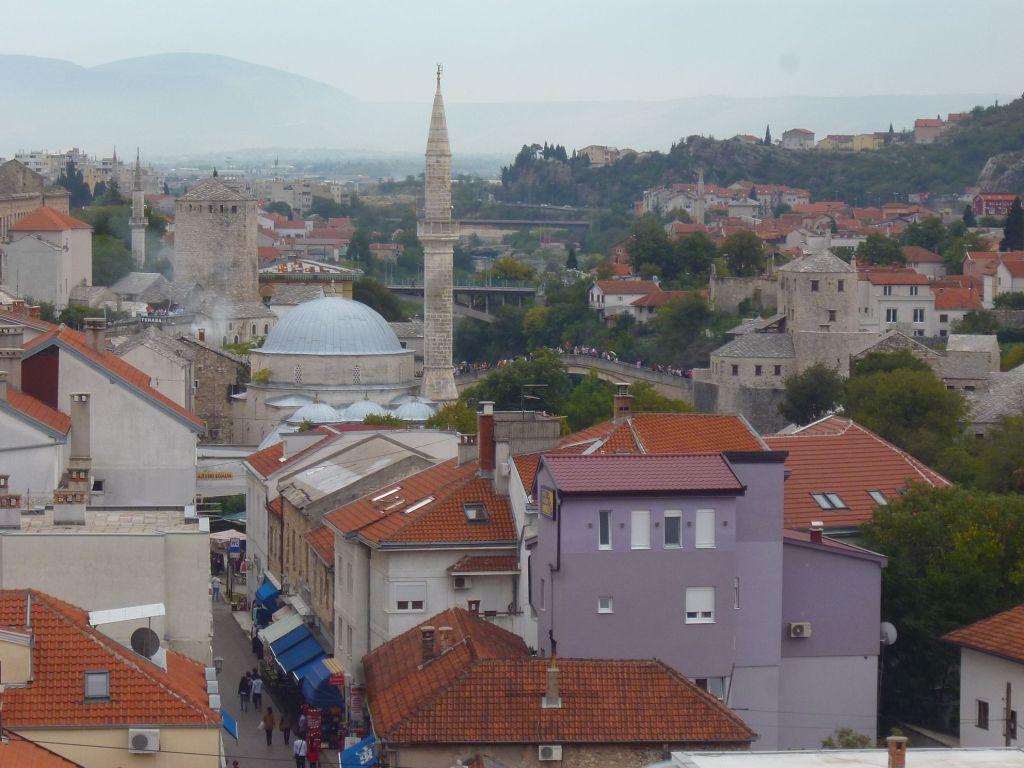 Мечеть Коски Мехмед-паши, башни, Старый мост. Фото: Елена Арсениевич, CC BY-SA 3.0