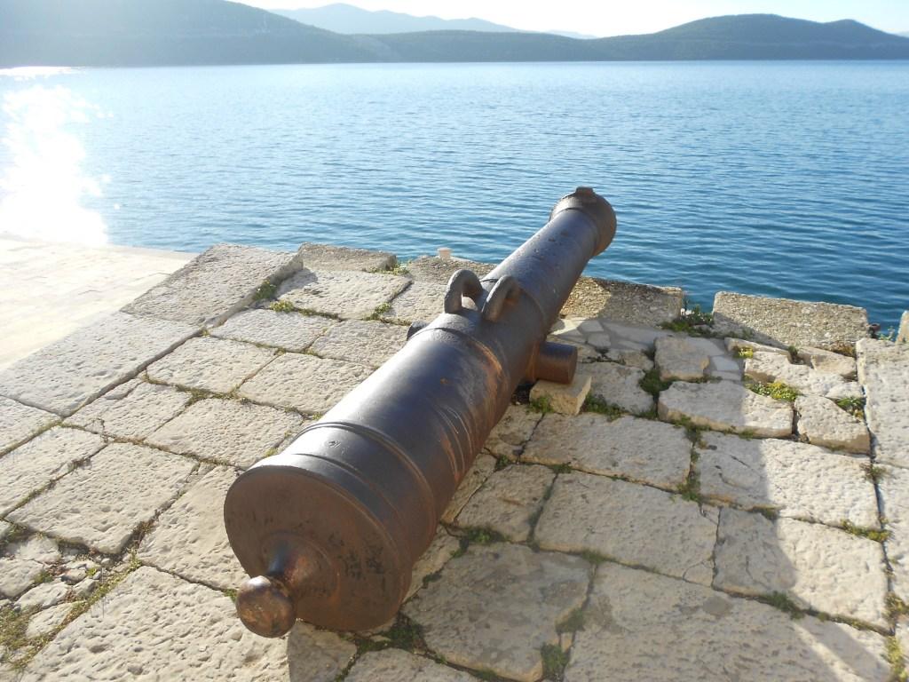 Старинная пушка в Неуме. Фото: Елена Арсениевич, CC BY-SA 3.0