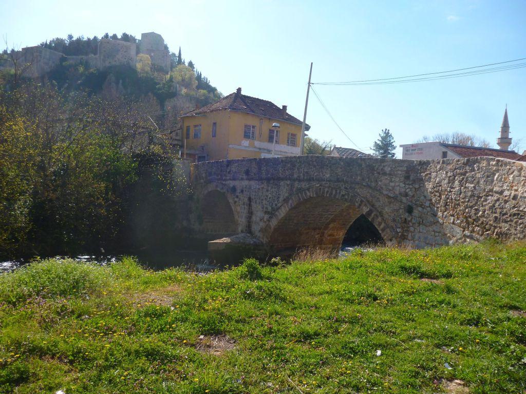 Подградский мост под крепостью (градом) в Столаце. Фото: Елена Арсениевич, CC BY-SA 3.0
