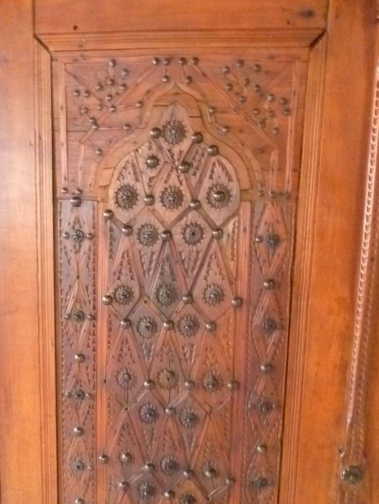 Дверца мусандеры с декором. Фото: Елена Арсениевич, CC BY-SA 3.0