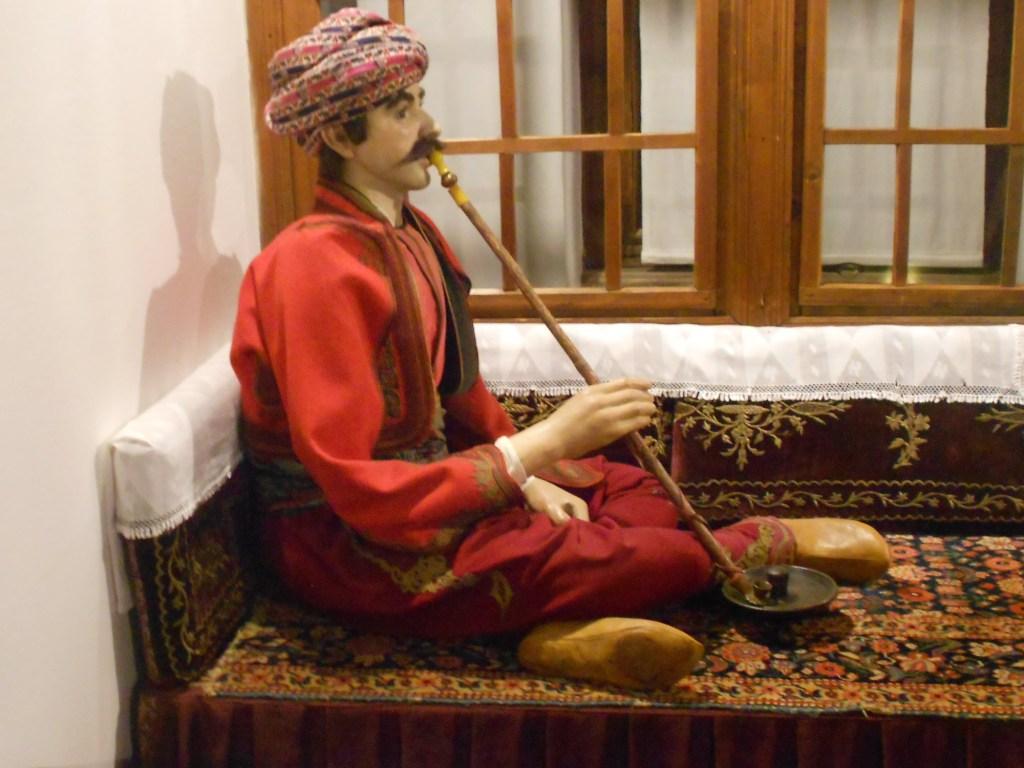 В доме носят мягкие сапожки местве. Земальский музей. Фото: Елена Арсениевич, CC BY-SA 3.0