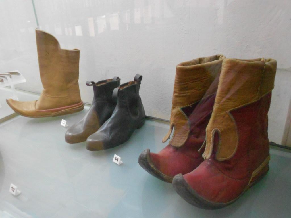 Старинная обувь. Музей Бруса Безистан. Фото: Елена Арсениевич, CC BY-SA 3.0