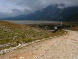 Дорога к озеру. Фото: Елена Арсениевич, CC BY-SA 3.0
