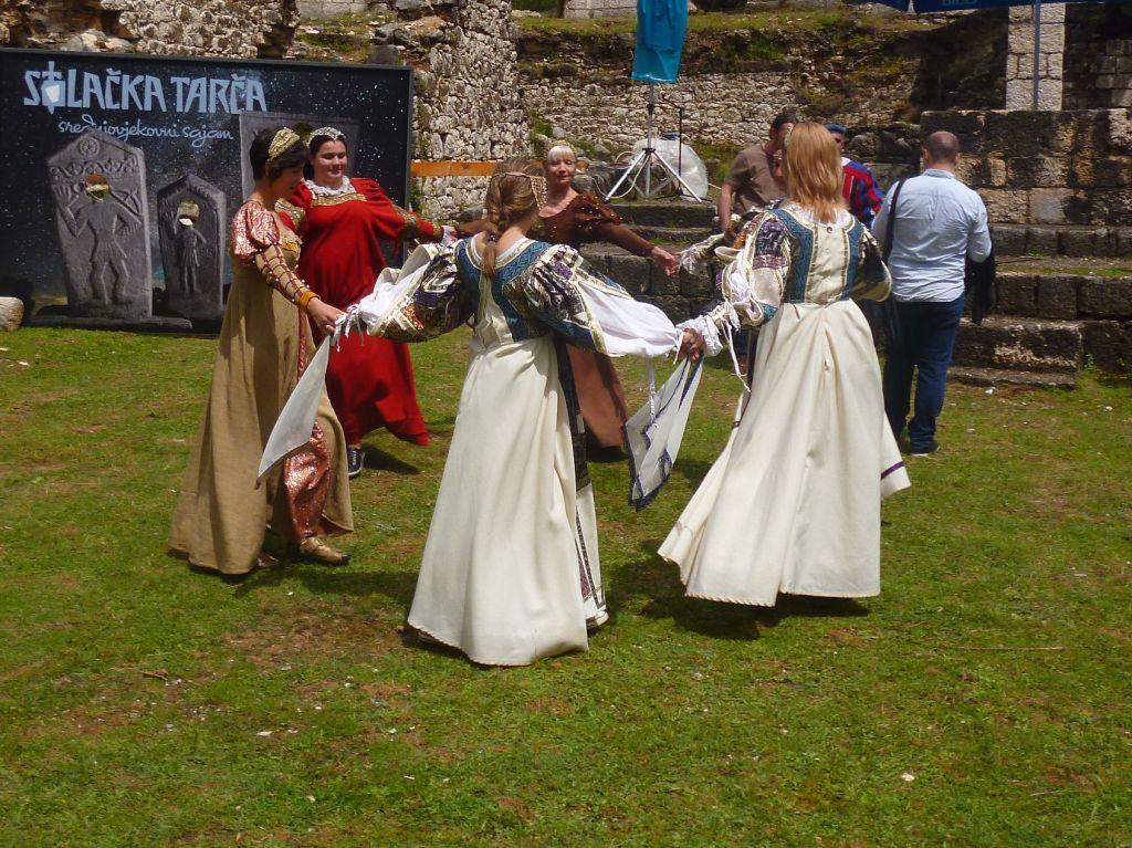 Средневековые танцы. Фото: Елена Арсениевич, CC BY-SA 3.0