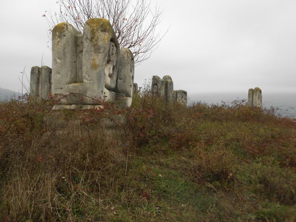 Памятник между Травником и Новым Травником. Фото: Елена Арсениевич, CC BY-SA 3.0